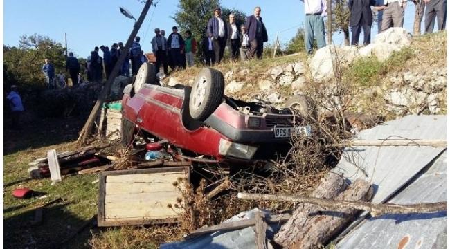 Virajı alamayan otomobil elektrik direğine çarptı: 3 yaralı