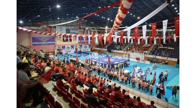 Yıldız ve Genç Bayanlar Avrupa Boks Şampiyonası Ordu'da başladı