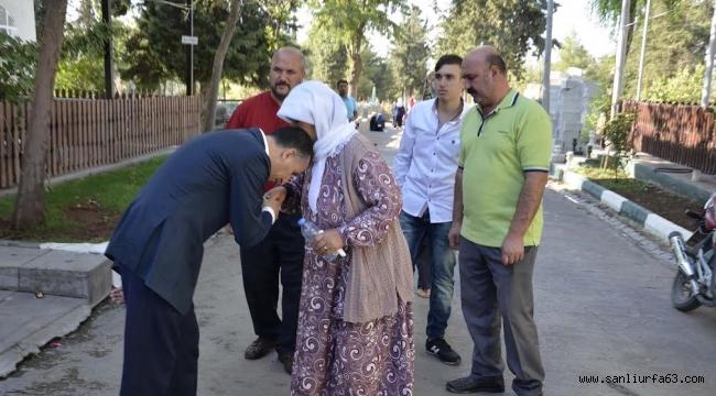 Yılmaz,Mezarlıkta vatandaşlarla bayramlaştı