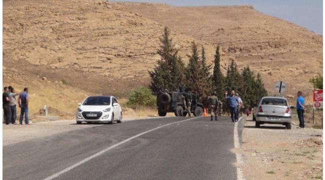 Yol kesen teröristler sivil aracı taradı: 1 yaralı