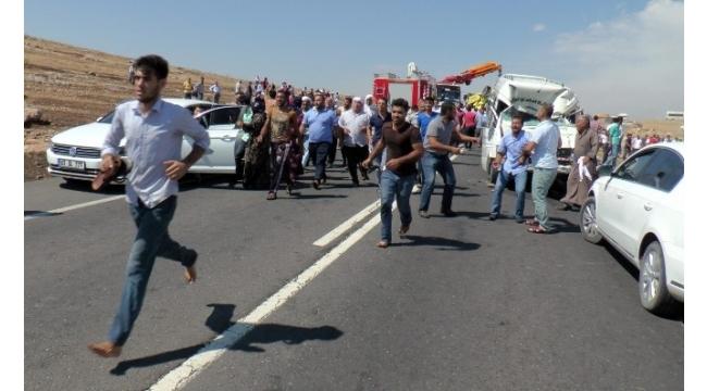 Yolcu minibüsü ile TIR çarpıştı: 1 ölü, 20 yaralı