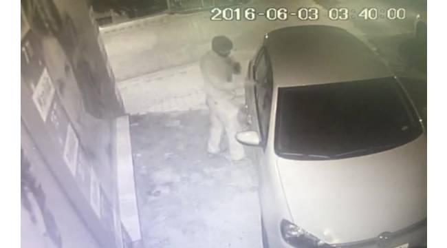50 saniyede araçtan hırsızlık kamerada