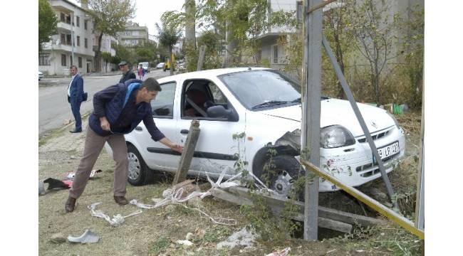 79 yaşındaki sürücü kazayı ucuz atlattı