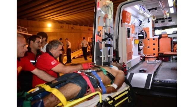 Adana'da trafik kazası: 1 ölü, 15 yaralı