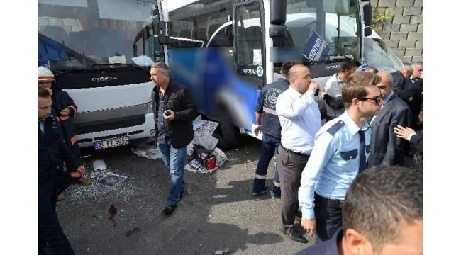 Otobüs, 3 servis aracına çarptı: 1 ölü, 2 yaralı