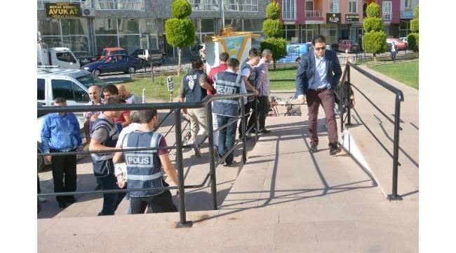 Balıkesir'de FETÖ soruşturmasında 3 kişi tutuklandı