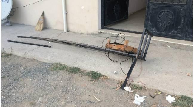 Balkon demiri koptu, 2 kadın yere çakıldı