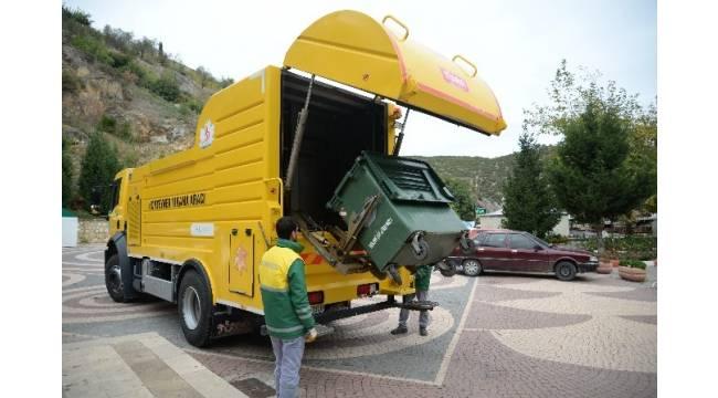 Bilecik'te çöp konteynerleri yıkanarak dezenfekte ediliyor
