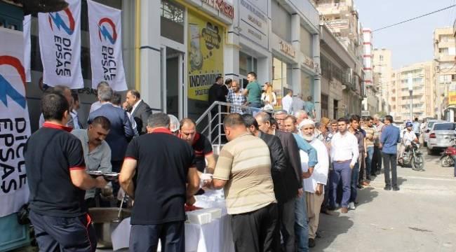 Dicle EPSAŞ'tan müşterilerine aşure ikramı