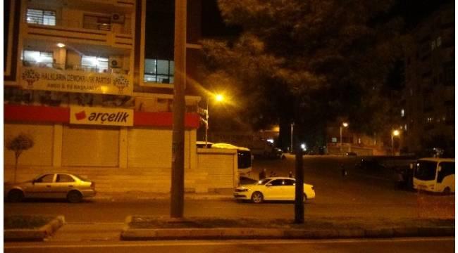 Diyarbakır polisi, HDP ve DBP binalarında arama yapıyor