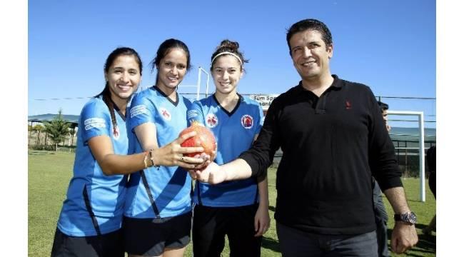 Döşemealtı Kadın Futbol Takımı'nın yıldızları görücüye çıktı