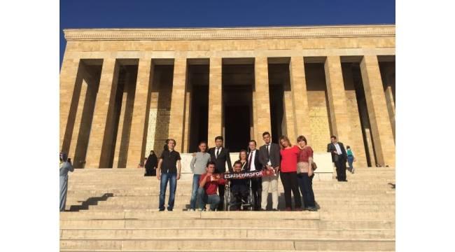 Eskişehirspor çalışanları Anıtkabir'de