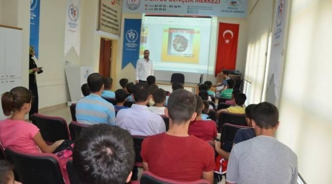 Gençlik merkezinden madde bağımlılığı semineri