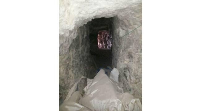 Hakkari Kovan Tepe'de mağara içinde cephanelik bulundu