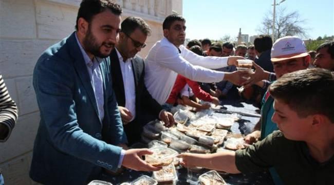 Hz. Ali Camii'nde Karaköprülere aşure