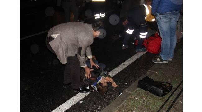 İki genç kıza karşıdan karşıya geçerken otomobil çarptı