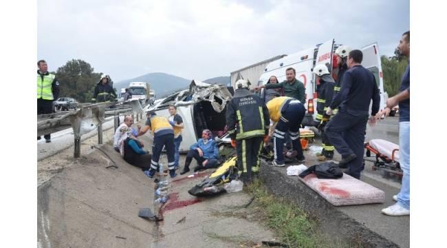 İnegöl'de yağmurla gelen kazalarda 11 kişi yaralandı