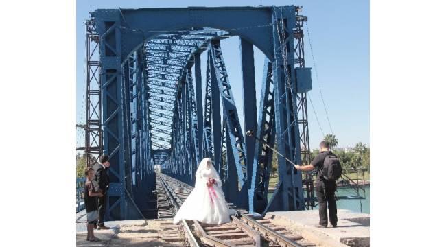 İntihar manzaralı düğün fotoğrafı