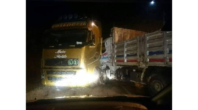 Kastamonu'da TIR ile kamyon çarpıştı: 1 yaralı