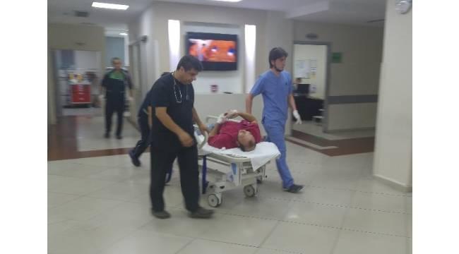Kavga ettiği 2 kişiyi silahla yaralayıp kaçtı