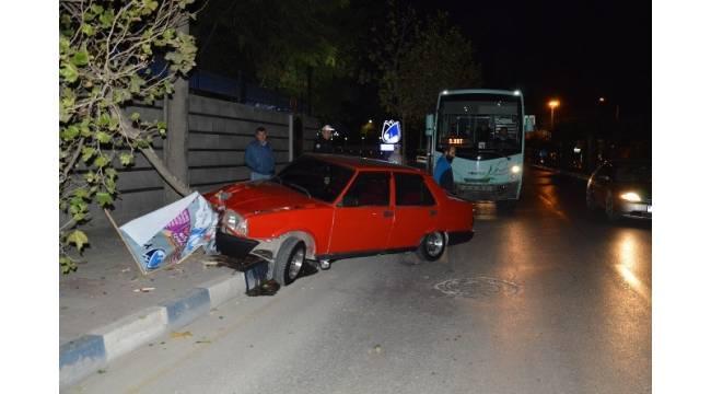 Manisa'da Halk Otobüsü ile Otomobil Çarpıştı: 2 Yaralı