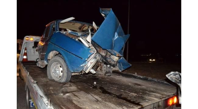 Manisa'da iki araç kafa kafaya çarpıştı: 1 ölü, 2 yaralı