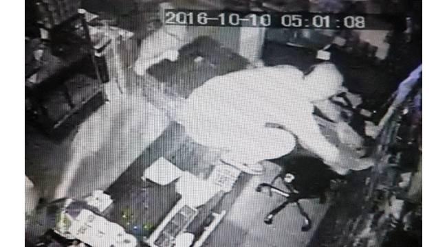 Market hırsızları güvenlik kamerasında
