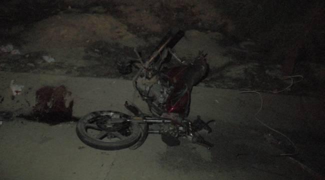 Minibüs motosiklete çarptı: 2'si ağır, 3 yaralı