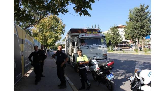 PTS'de ikiz plakalı görünen kamyon polisi harekete geçirdi