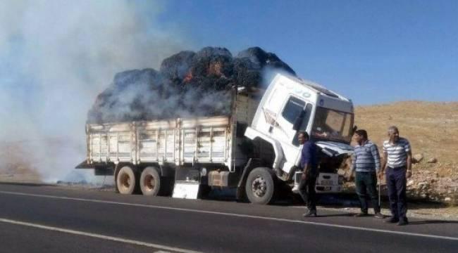 Şanlıurfa'da pamuk yüklü kamyon yandı