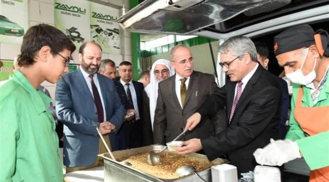 Şanlıurfa Valisi Tuna esnafın aşure ikramına katıldı