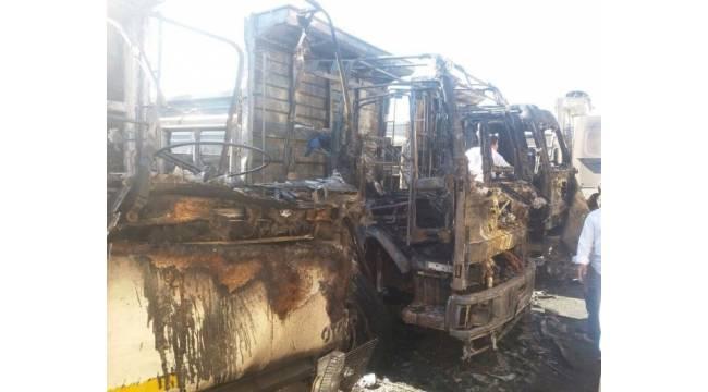 Urfa'da 3 kamyon yanarak kül oldu
