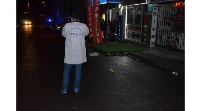 Sokak ortasında darp edilen kadını kurtarmak isterken bıçaklandılar