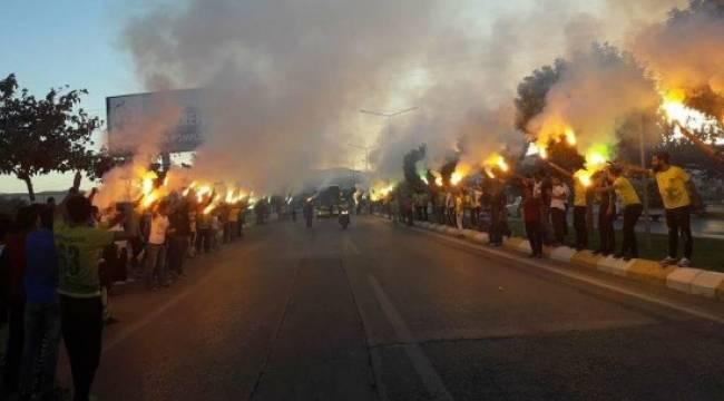 Taraftarlar Urfasporlu futbolcuları böyle karşıladı