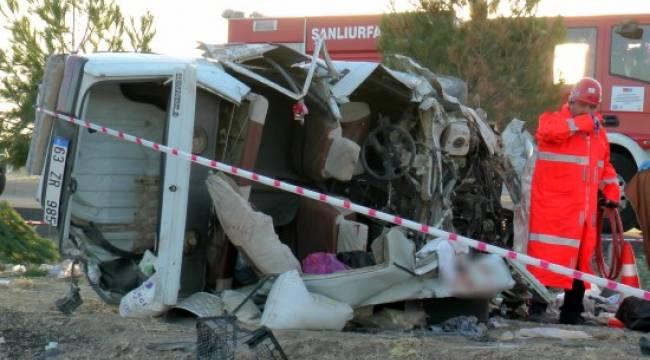 Taşa çarpan otomobil takla attı: 1 ölü, 3 yaralı