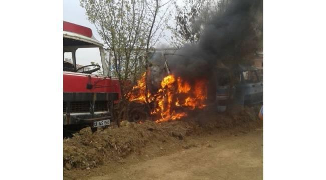 Tinerciler hacizli kamyonu ateşe verdi