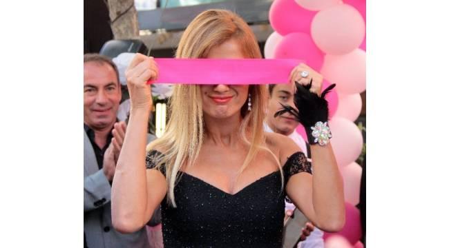 Tuğba Özay'dan Adana'da güzellik merkezi açılışına katıldı