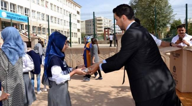 Türk Eğitim-Sen,Siverek'te aşure dağıttı