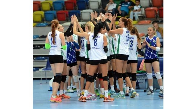 Bursaspor voleybol Vakıfbank'ı 3-0 mağlup etti