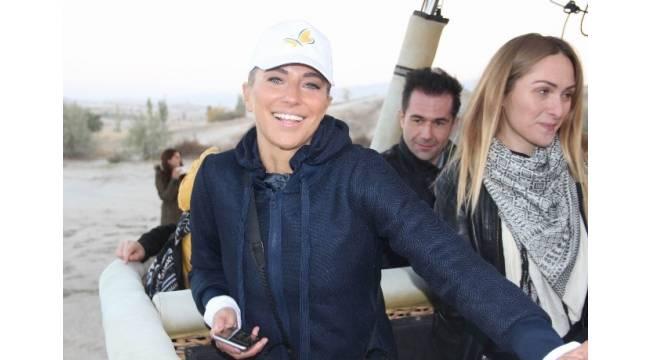 Ünlü sunucu Burcu Esmersoy, Kapadokya'da balon keyfi yaptı