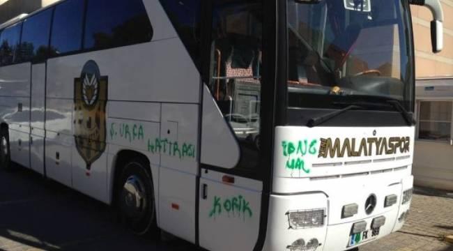 Urfa'da Yeni Malatyaspor otobüsüne boyalı saldırı