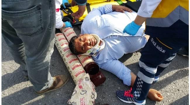 Vatandaşlar, yaralının başının altına soba borusu koydular