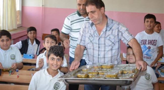 Viranşehir'de eğitimcilere aşure ikramı