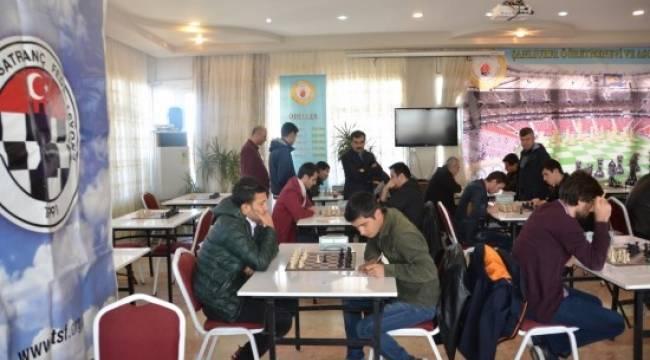 Altın satranç turnuvası yapıldı