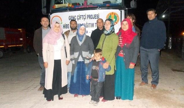 Genç çiftçi hak sahiplerine hayvanları teslim edildi