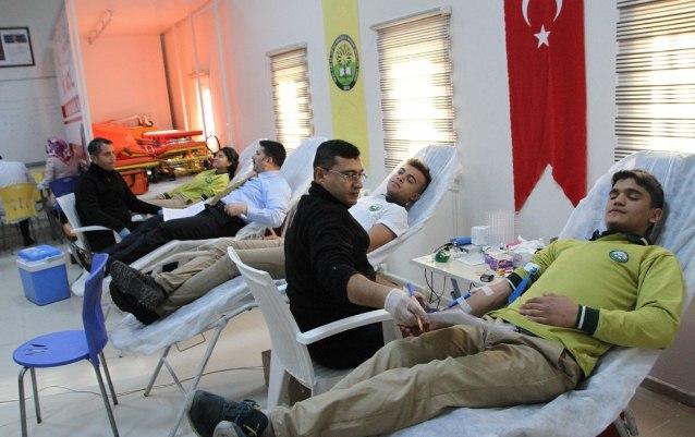 Öğrenciler Kızılay'a Kan bağışında bulundu