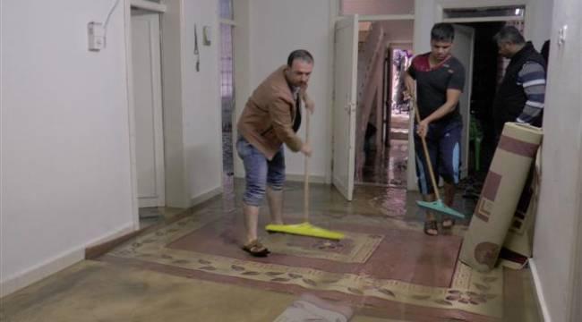 Şanlıurfa'da aşırı yağış su baskınlarına neden oldu