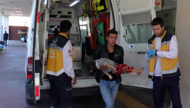Üzerine mutfak rafı devrilen çocuk yaralandı