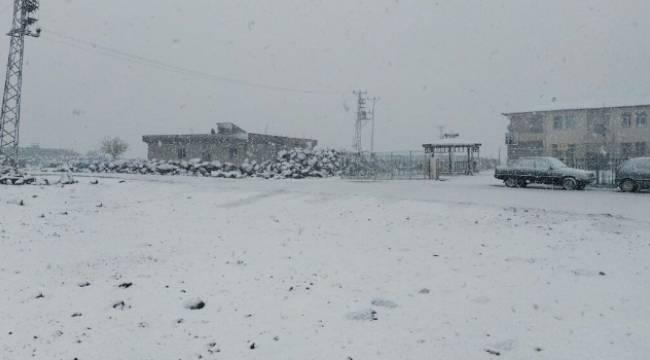 Viranşehir'de Yılın İlk Kar'ı yağdı