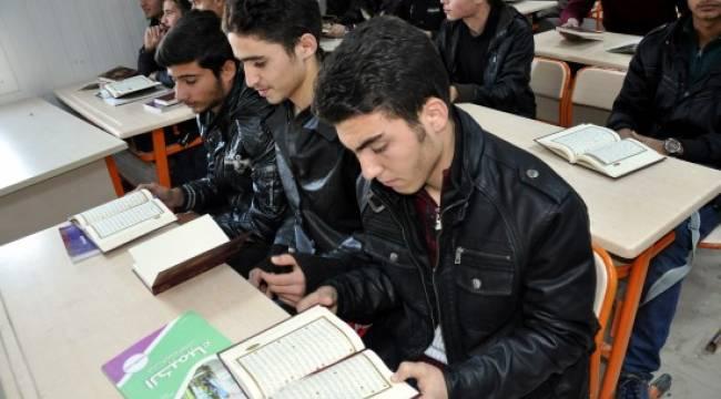 5 bin 500 Suriyeliye Kuran-ı Kerim dağıtıldı